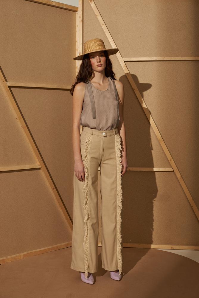 Ez a nadrág az egyik kedvencünk az új Anna Daubner kollekcióból, 49 900 forintba kerül a márkánál.
