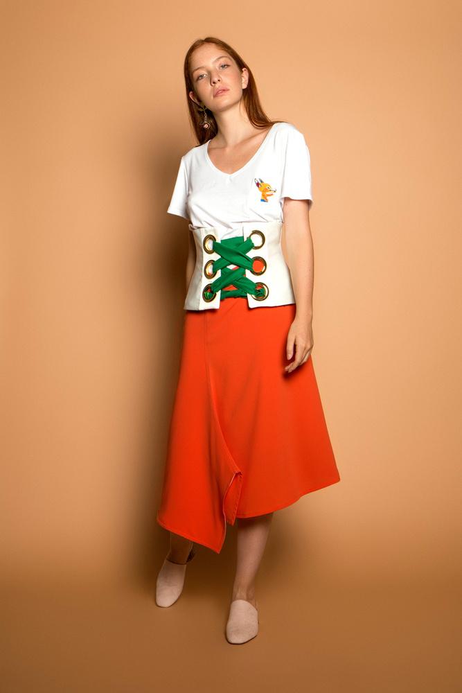 A hétköznapokba is beépíthető rókás pólóért 26 900 forintot kell fizetni a Celeninél.