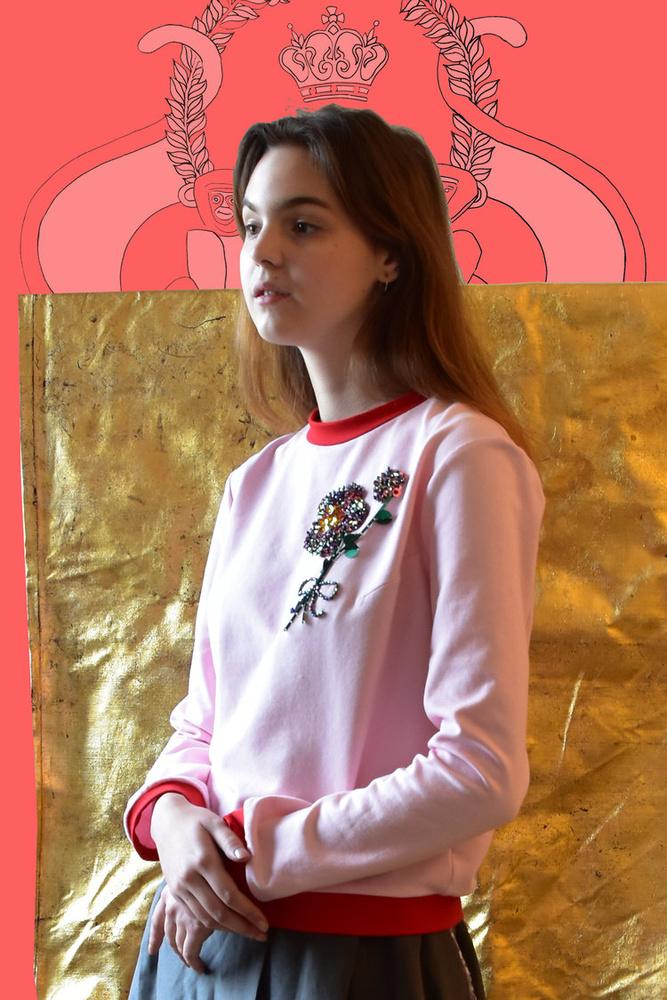 A pirossal szegett rózsaszín pulóver 154 euróba, kb