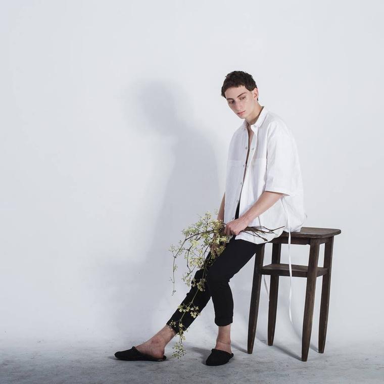 'Enrobed' névre keresztelte kollekcióját a férfi ruhákban nyomuló Zsigmond Dóra