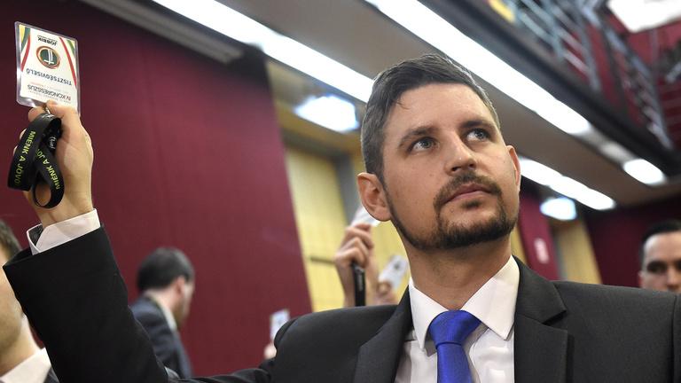 Pénzt ígért a Jobbik képviselője, ha az LMP-s visszalép