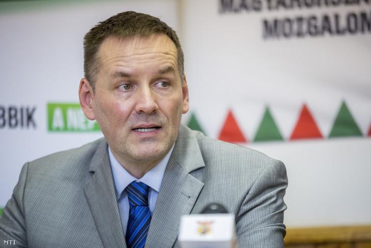 Volner János a Jobbik alelnöke sajtótájékoztatót tart hódmezővásárhelyi kampányútja keretében 2018. március 11-én.