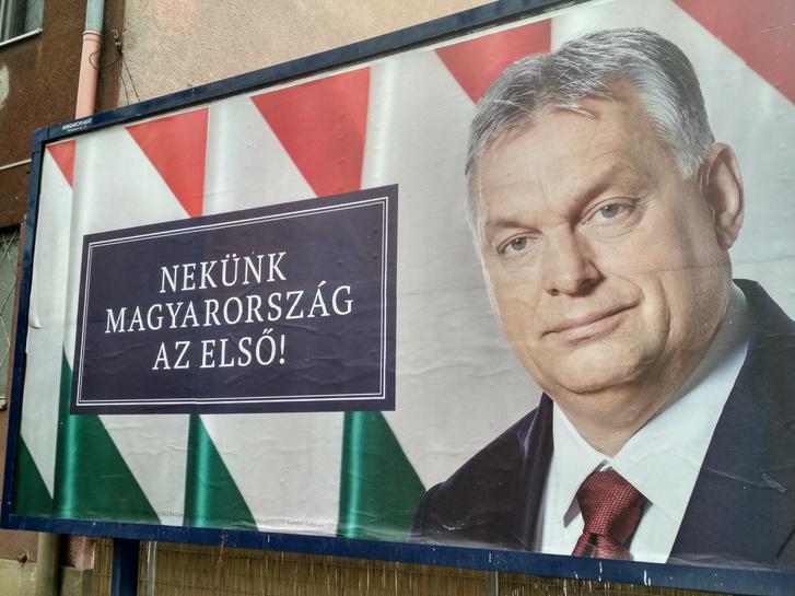Orbán Viktort ábrázoló választási plakát a Hungária körúton.