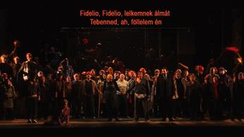 35 éve nézünk operát felirattal