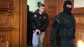 Műsort csinált a Teréz körúti robbantó a bíróságon