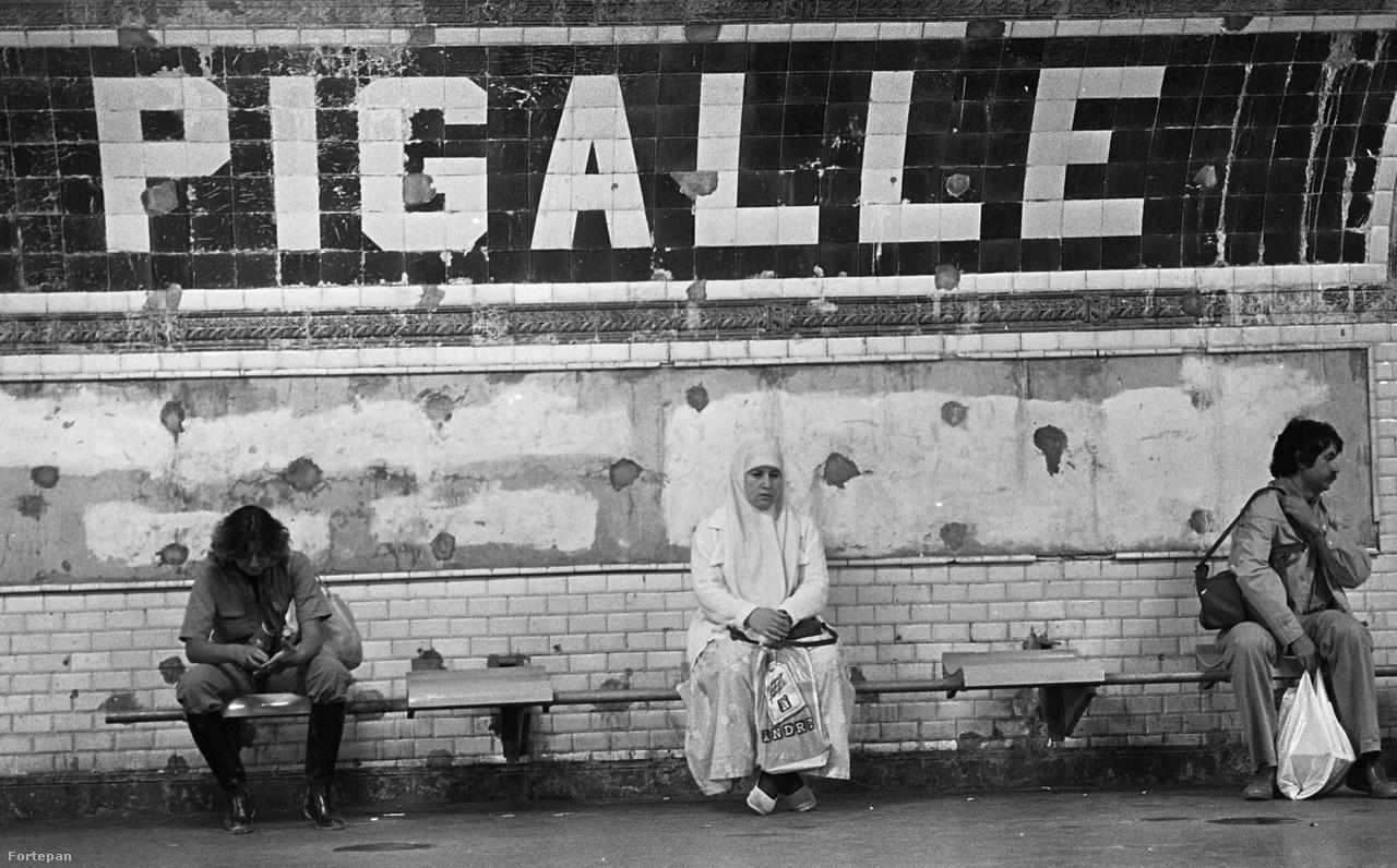 Magyarország 1972-ben húsz másik európai országgal együtt létrehozta az úgynevezett InterRail-csoportot. Az InterRail célja az volt, hogy elősegítse a fiatalok minél egyszerűbb utazását. Egy fix összeg ellenében harminc napig bármely tagország vasúttársaságának járatain tetszőlegesen lehetett vonatozni. Amikor a 80-as évek közepén elkezdték rugalmasabbá tenni az addig igen szűkös valutakeretet, egyre népszerűbbé vált ez az utazási forma, egyre többen juthattak el a nyugati nagyvárosokba, például Párizsba.