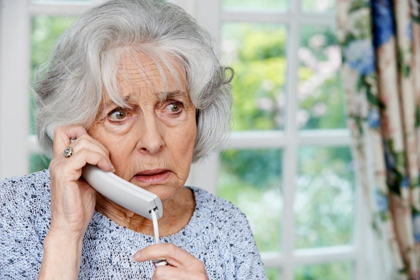 Felháborító ürüggyel telefonálnak a csalók: könnyen meggyőzhetik az időseket