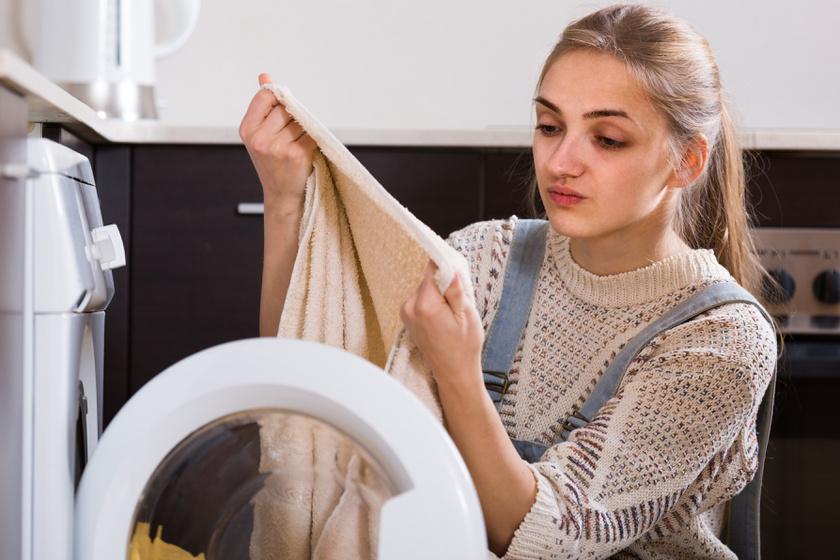 Forró vagy hideg vízbe kell áztatni a vérfoltos ruhát? Hamar el fog tűnni a jó technikával