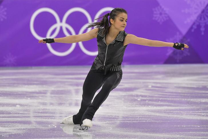 Tóth Ivett a női műkorcsolyázók rövidprogramjában a phjongcshangi téli olimpián a Kangnung Jégcsarnokban 2018. február 21-én.