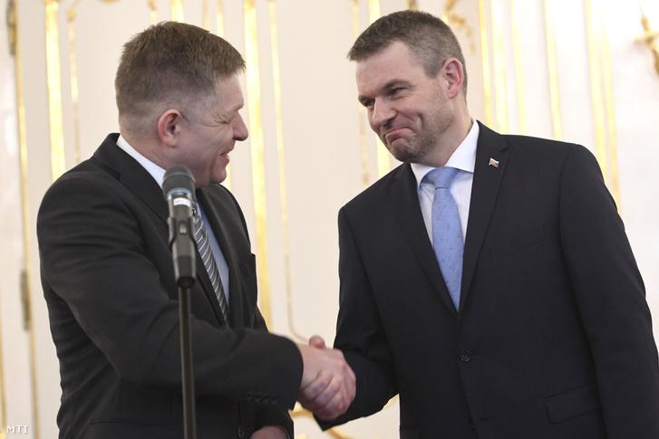 Robert Fico szlovák miniszterelnök (b) és a helyettese Peter Pellegrini miután Fico benyújtotta lemondását Andrej Kiska államfőnek aki Pellegrinit bízta meg kormányalakítással Pozsonyban 2018. március 15-én.