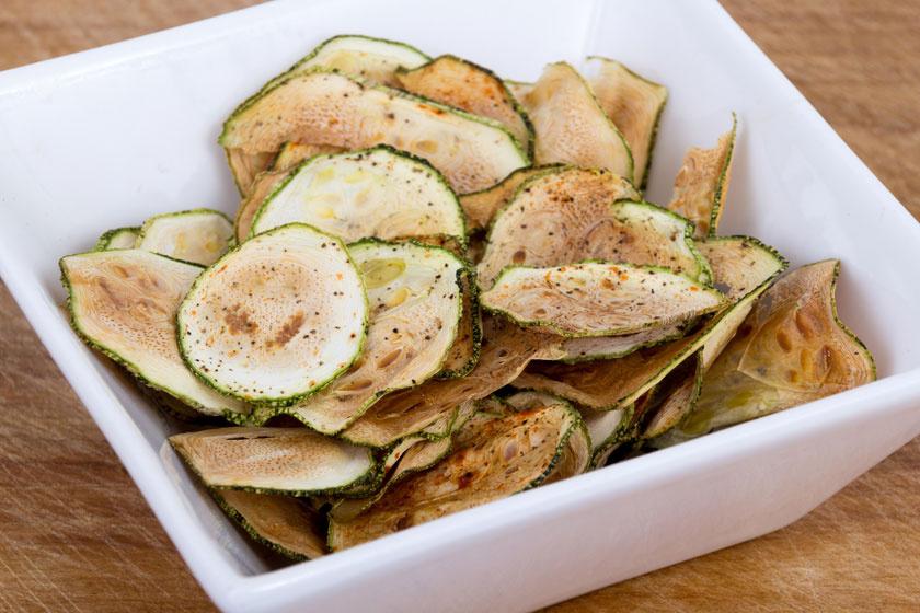 Soha nem szabad koplalni, ezért naponta többször kell étkezni. A főétkezések között cukkini- vagy banánchips-szel lehet az éhséget csillapítani, illetve az anyagcserét fokozni.