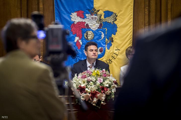 Márki-Zay Péter (függyetlen) polgármester a hódmezővásárhelyi közgyûlés ülésén