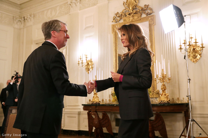 Stephen Balkam és Melania Trump