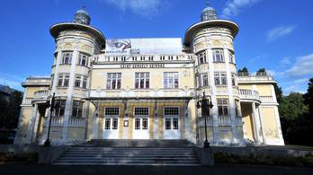 Milliókat fizethet a kaposvári színház a kirúgott színészeknek