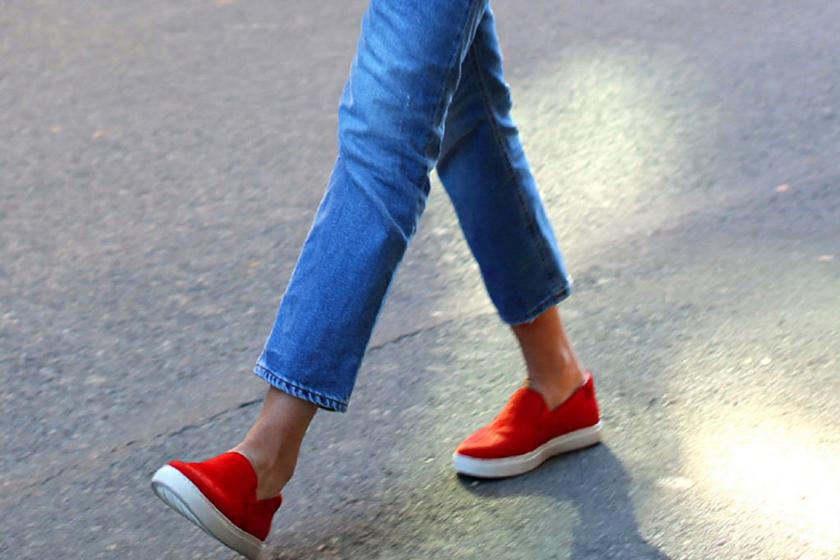 Így tűnhetsz magasabbnak lapos talpú cipőben: 6 divatos, bevált trükk