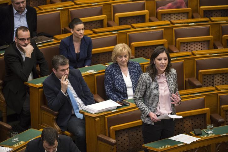 Szél Bernadett az LMP frakcióvezetője szólal fel napirend előtt