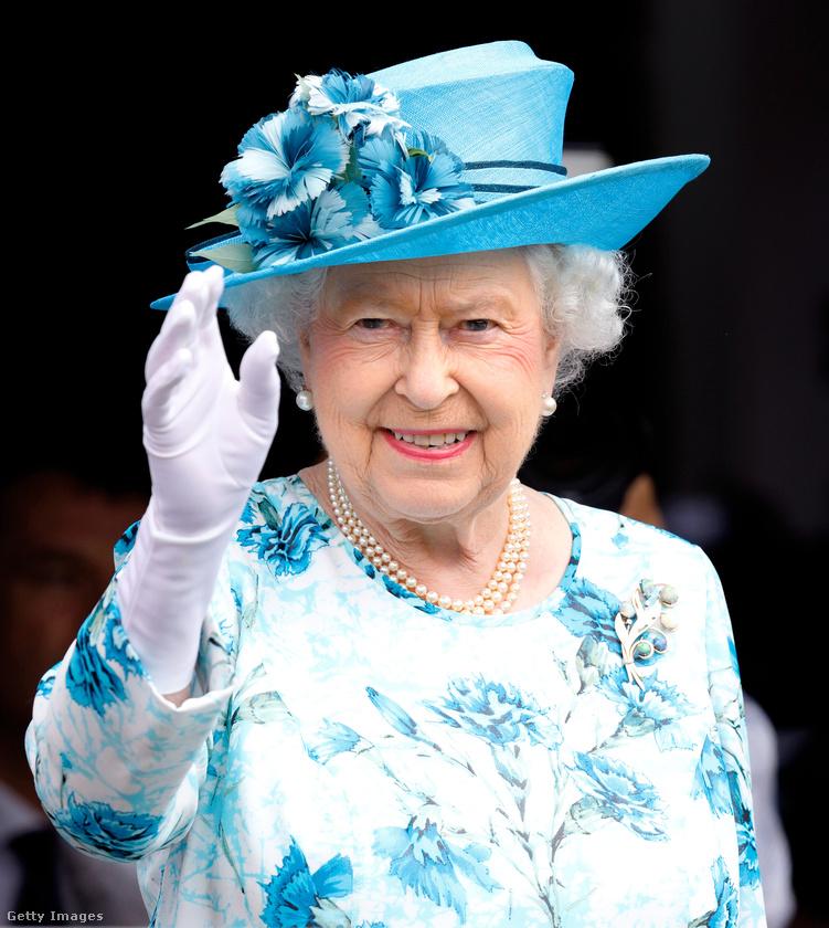 Minden gyereknek abba kell hagynia az evést, ha a királynő befejezteAzt egy ideje tudjuk, hogy senki nem kezdhet el enni, amíg II