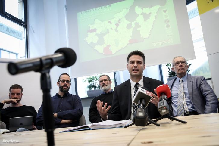 """Márki-Zay Péter a """"A változás esélye"""" címmel sajtótájékoztatón"""