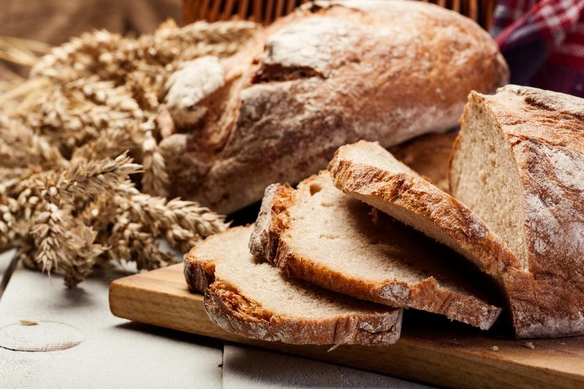 A barna kenyér gyakran inkább színezéket tartalmaz, mint teljes kiőrlésű, rostgazdag lisztet, így csupa gyors felszívódású szénhidrát. Keresd a csakis teljes kiőrlésű - lehetőleg rozs, zab, tönköly - lisztből készült termékeket.