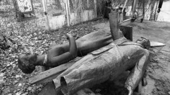1990: ledöntötték Münnich Ferenc szobrát