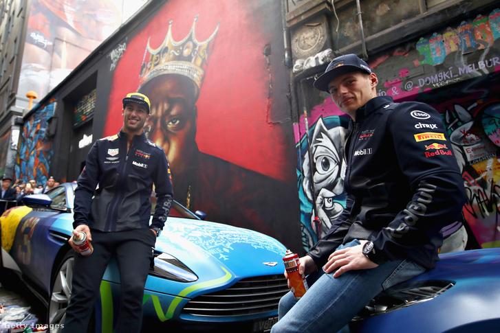 Az RBR-pilóta Ricciardo és Verstappen graffitizéssel készül, már Melbourne-ben