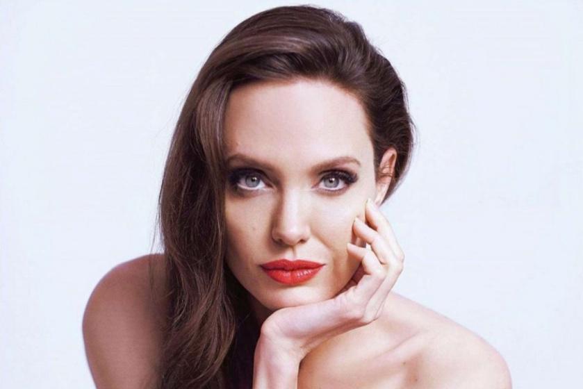 Angelina Jolie tetoválást villantott: különleges fotósorozat készült róla