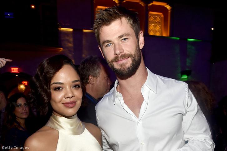 Tessa Thompson és Chris Hemsworth