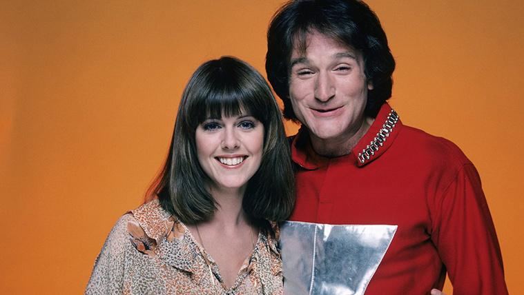 Robin Williams mutogatta magát, és fogdosta a kolléganőjét