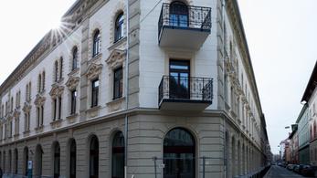 Kár volt annyira örülni a felújított ferencvárosi sarokháznak