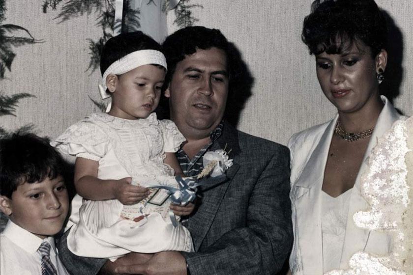 Pablo Escobar és Maria Victoria Henao két gyermekükkel, a férfi halála előtt néhány évvel.