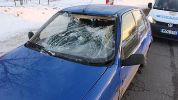 Betörte a szélvédőt a kamionról leeső jég