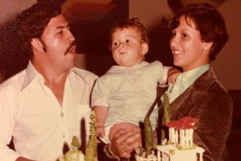 Pablo Escobar feleségével, Mariával és egyéves fiukkal 1978-ban.