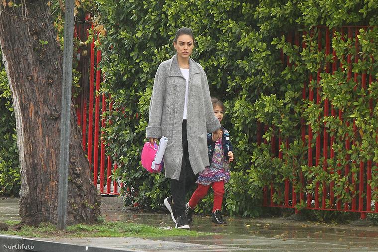Mila Kunist a kislányával látták...