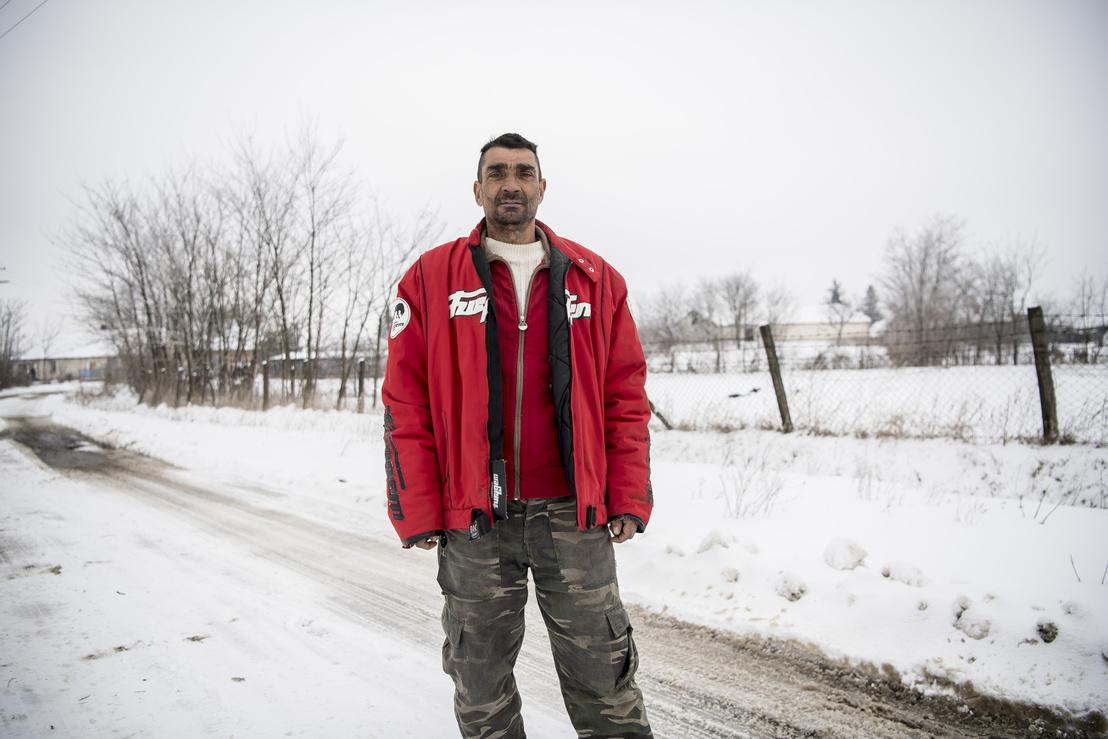 Ez a férfi a regnáló polgármester szimpatizánsai közül került ki, az egyetlen falubeli, aki arcképpel vállalta a véleményét a sajtónak.
