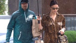 Irina Shayk egy szál ingben, Mel B pedig fejeslábasban vészelte át a nagy Los Angeles-i esőt