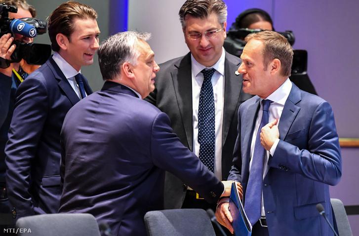 Sebastian Kurz osztrák kancellár, Orbán Viktor miniszterelnök, Andrej Plenkovic horvát miniszterelnök és Donald Tusk, az Európai Tanács elnöke az Európai Unió tagállamai kétnapos állam- és kormányfői csúcstalálkozójának második napi ülésén Brüsszelben