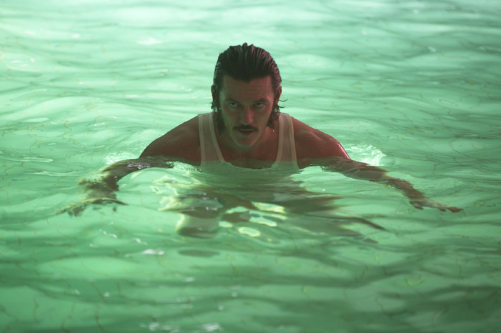Az egyik kisebb, fura szerepe: a High-Rise című JG Ballard-adaptációban.
