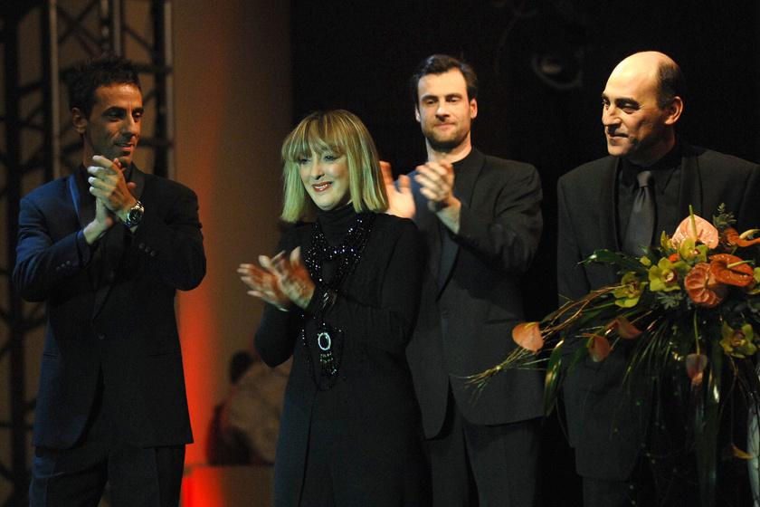 A fotó közepén Szilágyi János felesége, Vidák Györgyi.