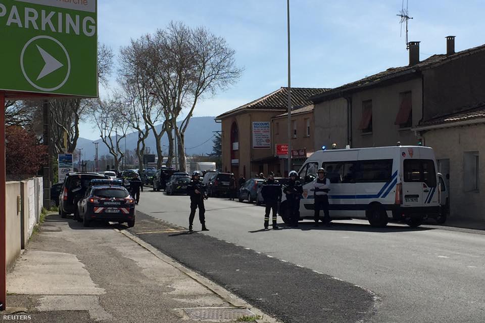 A szupermarket környékét lezárta a rendőrség