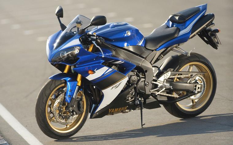 Yamaha YZF-R1 RN19: a legszebb japán sportmotor címre inkább az előző (2004-2006) R1-est jelölném, de a következő, öt helyett már négyszelepes (2007-2008) modell középtartománya jóval erősebb, és megbízhatóbbnak is mondják