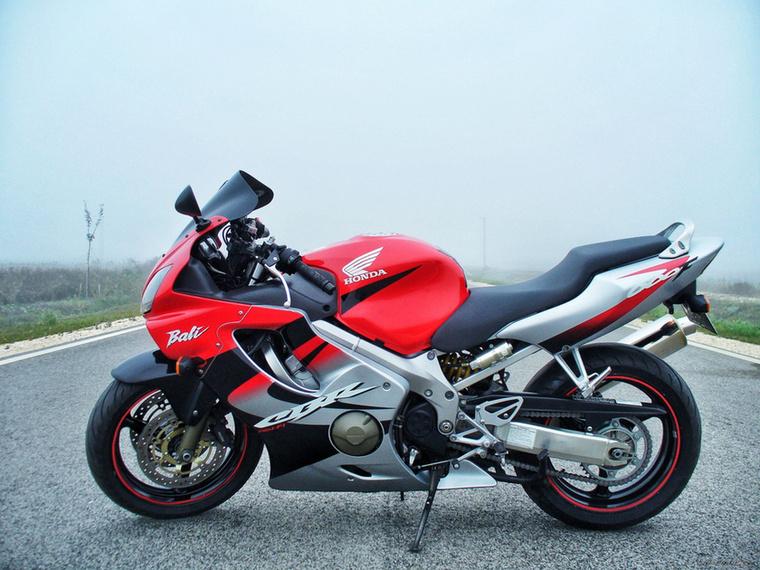 Honda CBR600F F4: ez a sportmotorok svájci bicskája