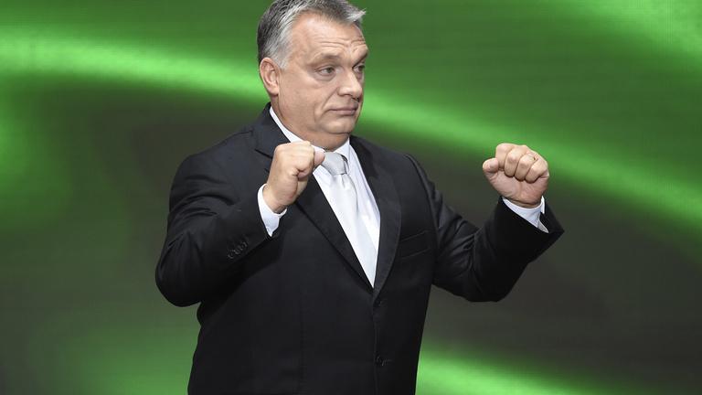Élesedik egy új választási szabály, amely Orbán kezére játszik