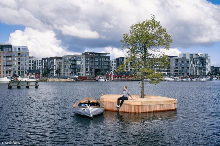 Skandinávia egyébként is egy menő hely, hát most Koppenhága rátett még egy lapáttal: csináltak egy ilyen kis úszó szigetet a kikötőnél
