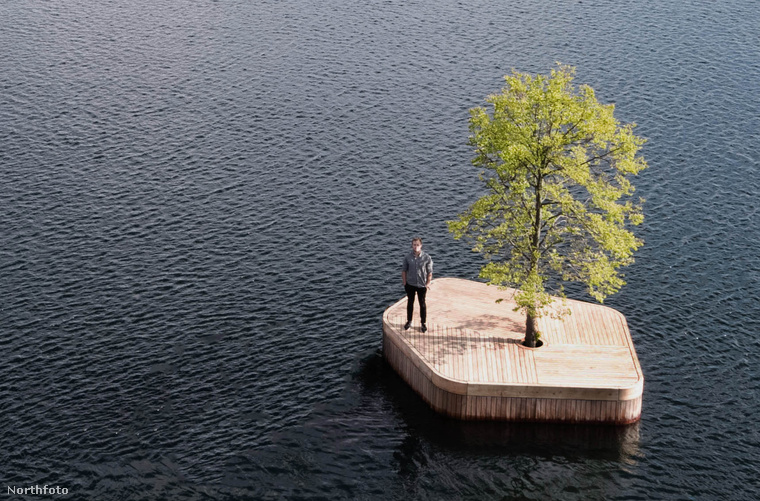 A sziget Marshall Blecher ausztrál és Magnus Maarbjerg dán építész tervei alapján készült ott helyben, a kikötőtől nem messze