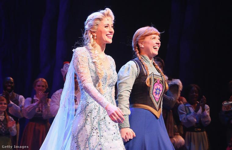 Elza királynő és testvére, Anna hercegnő a show végén a meghajláskor.