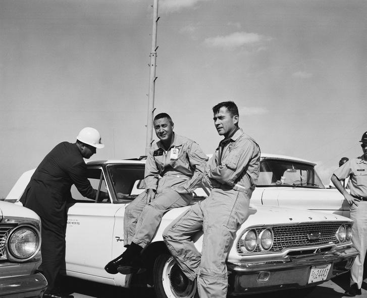 Grissom és Young, a Gemini-III két asztronautája, 1965. október 25-én.