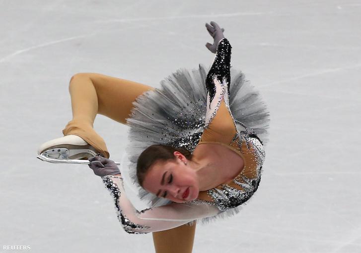 Háromszor is elesett kűrjében a triplázásra készülő Zagitova