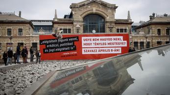 Orbán fenyegető mondatával buzdítanak szavazásra Gulyás Mártonék