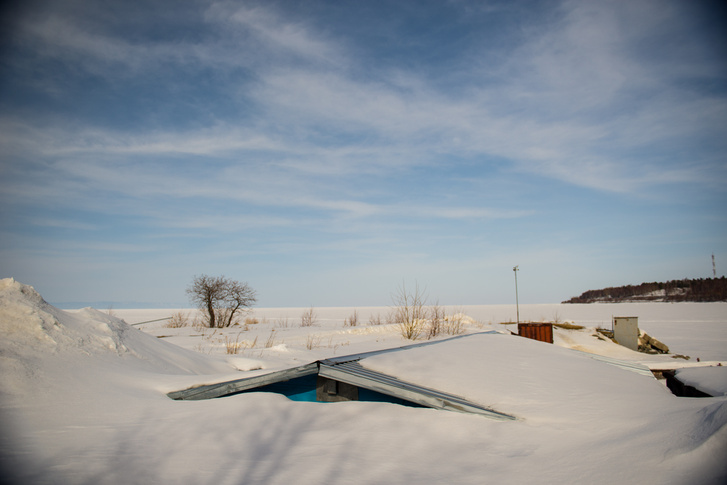 A tető alatt nyilván a Bajkal Cowboys próbálja a tavaszi műsort