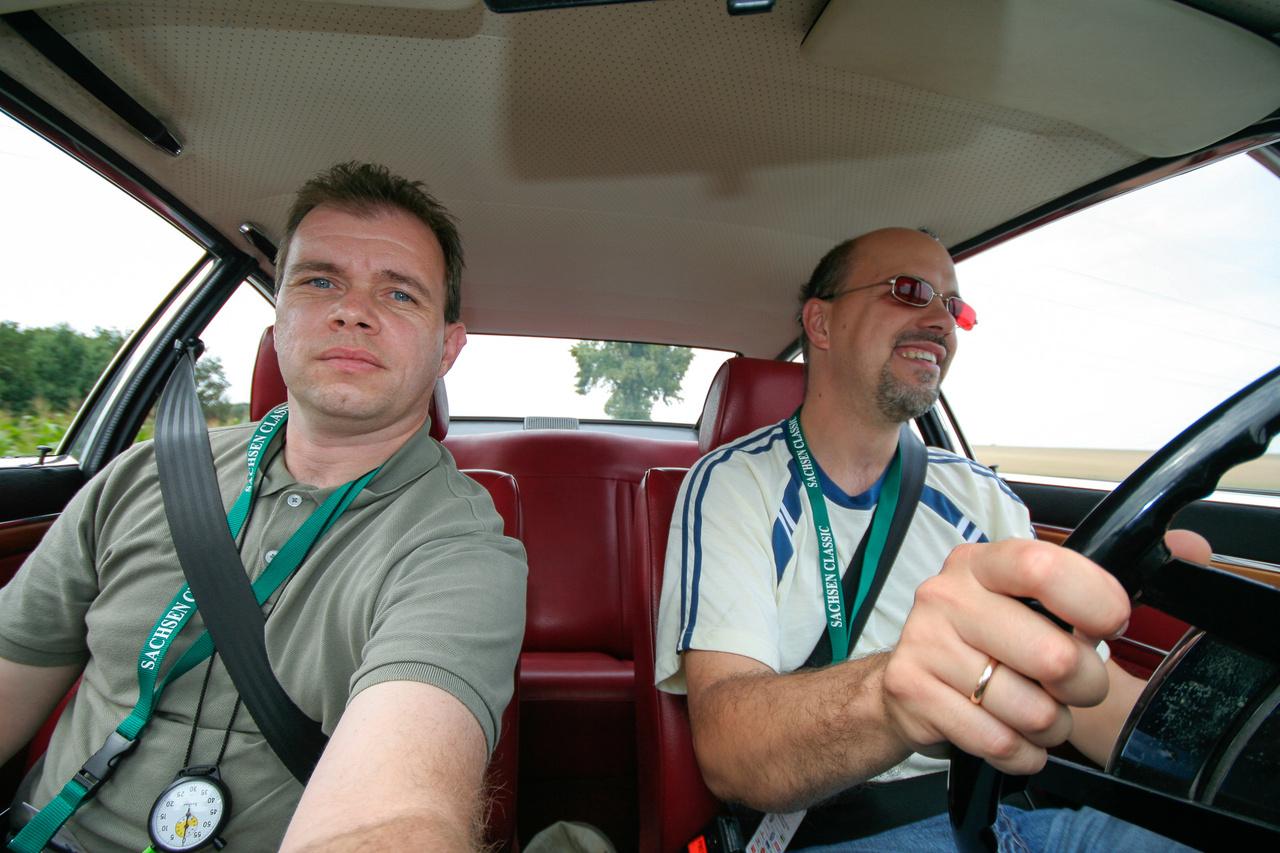 Hát ennyi volt röviden a sztori, mindenkit üdvözöl Tibi és Zsolti az Audi 100 Coupéból, ami után zokogtunk, amikor vissza kellett ülni a vacak rugózású és kényelmetlen sportülésű, Bangle-féle 530d Xdrive-ba.